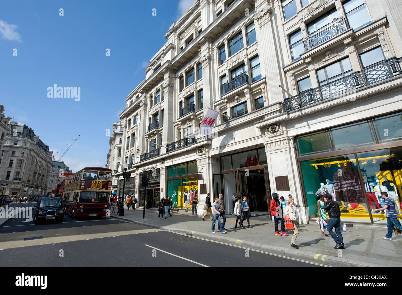 The storefront of the high street retailer H&M on Regent Street, London. (Editorial use only). - Stock Image