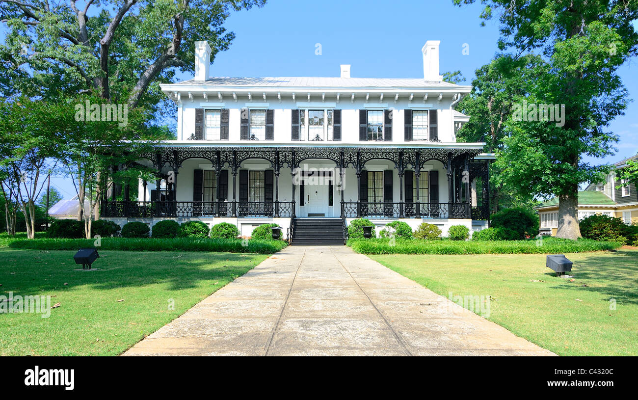 Old southern style mansion with cast iron railings - Stock Image