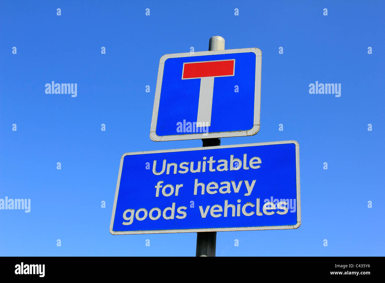 T junction dead end - unsuitable for heavy goods vehicles, road signs, Ewell Surrey England UK - Stock Image