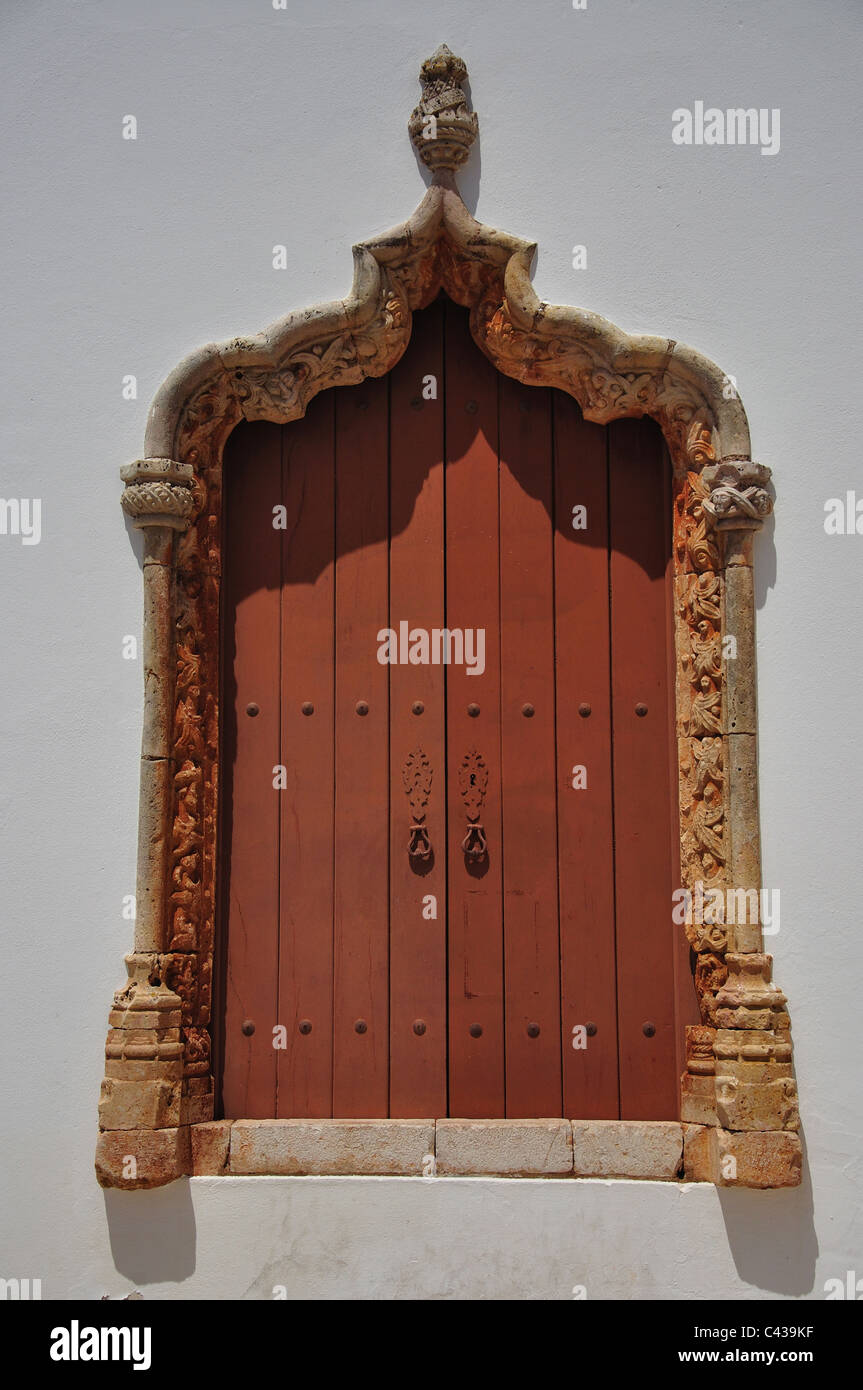 Old doorway opposite Silves Cathedral, Silves, Silves Municipality, Faro District, Algarve Region, Portugal - Stock Image