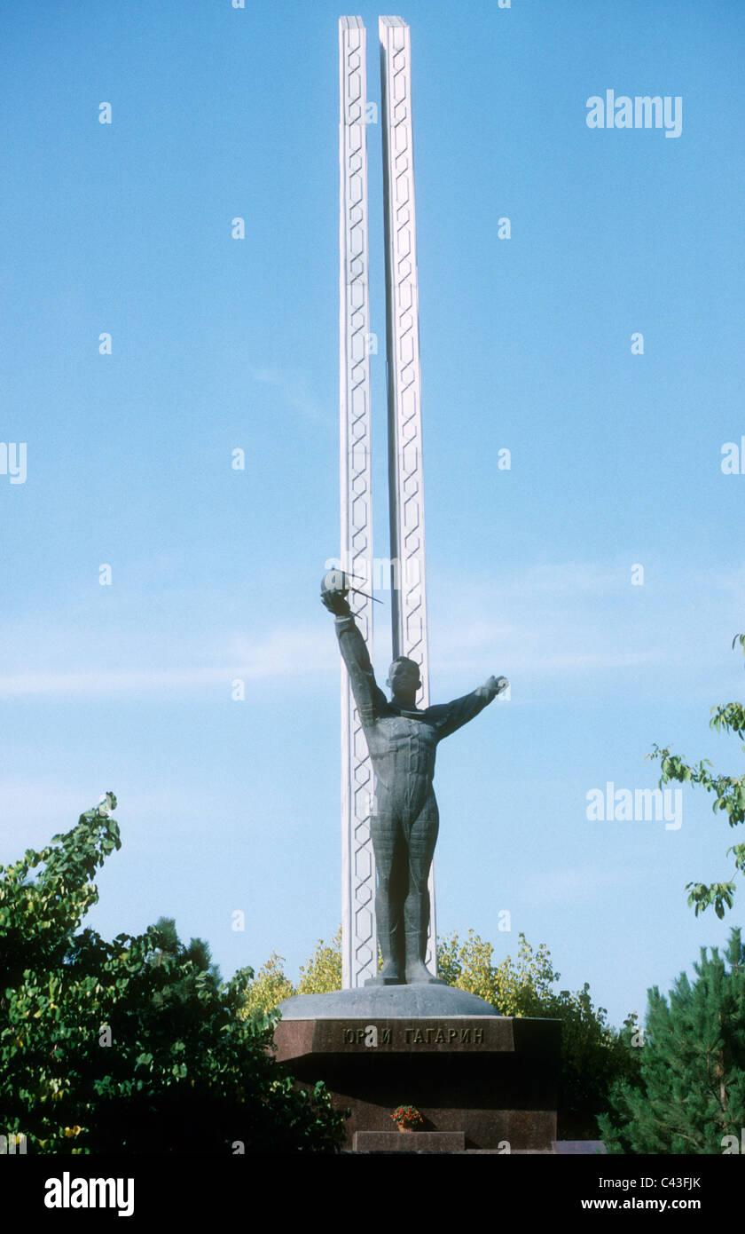 Statue of Yuri Gagarin in Gagarin Park, Tashkent during the Soviet era. - Stock Image