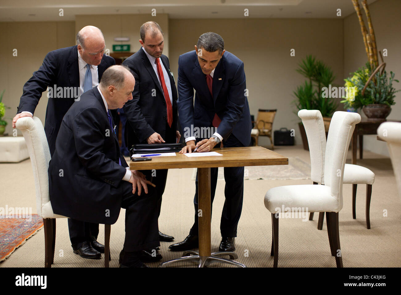 President Barack Obama with Chief of Staff Bill Daley, National Security Advisor Tom Donilon and Ben Rhodes - Stock Image