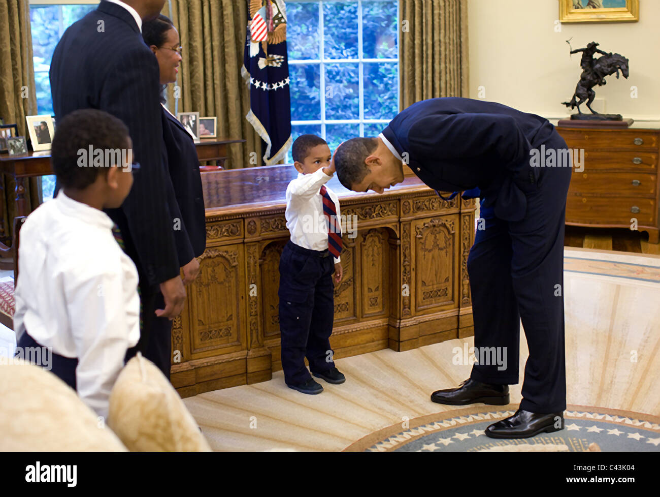 Young boy feels President Barack Obama's hair - Stock Image