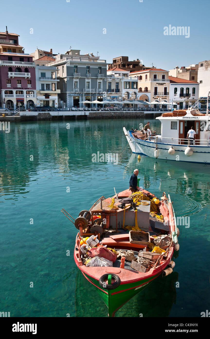 Fishermen in the harbour at Agios Nikolaos in Eastern Crete, Greece - Stock Image