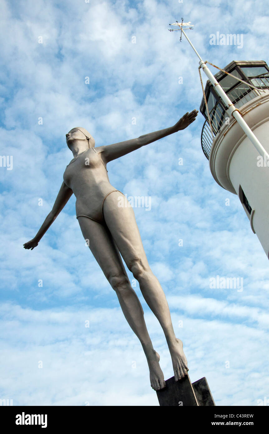 The Diving Belle sculpture by blacksmith artist Craig Knowles in front  of Scarborough lighthouse. - Stock Image