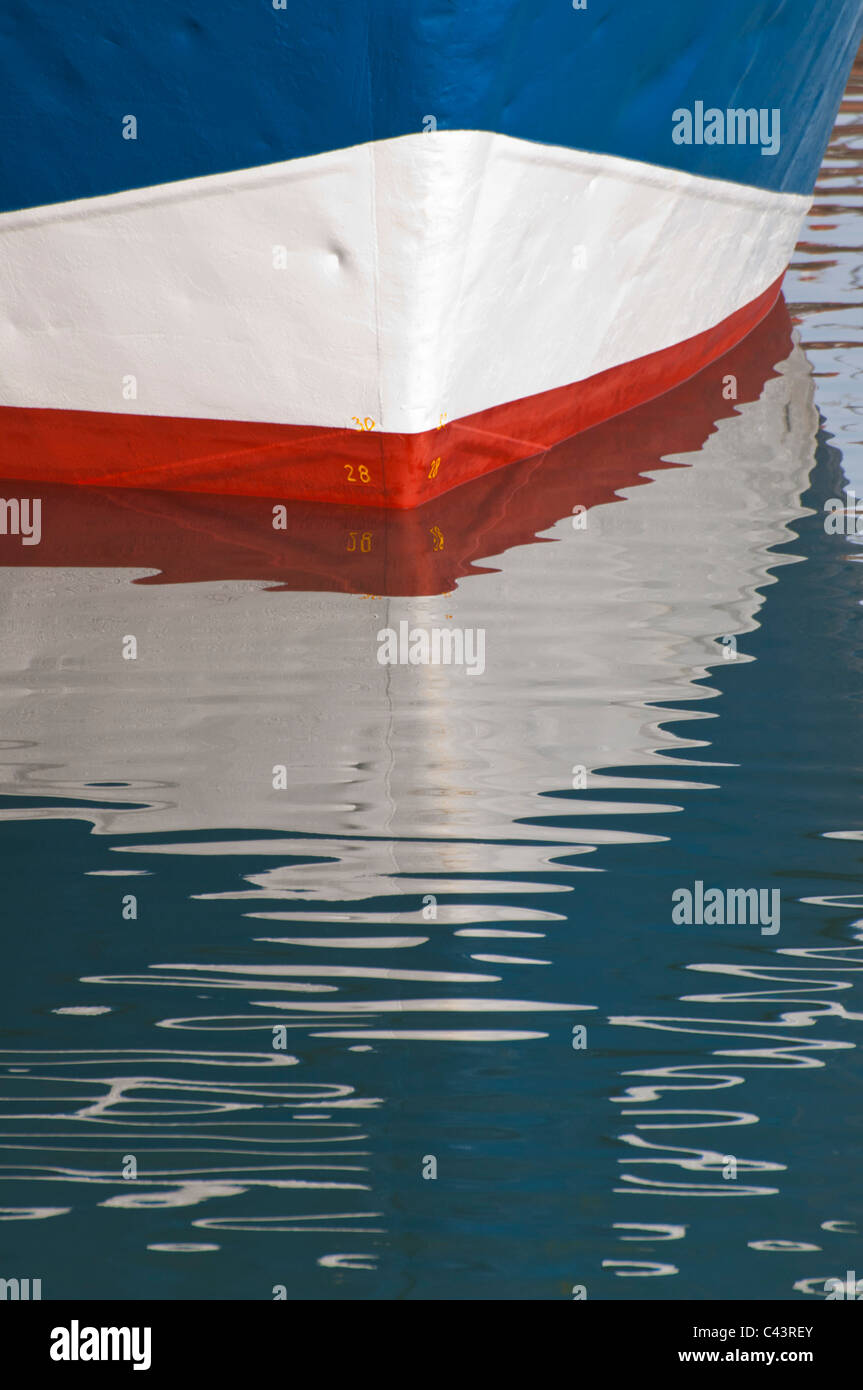 The bow of a boat with water reflections. - Stock Image