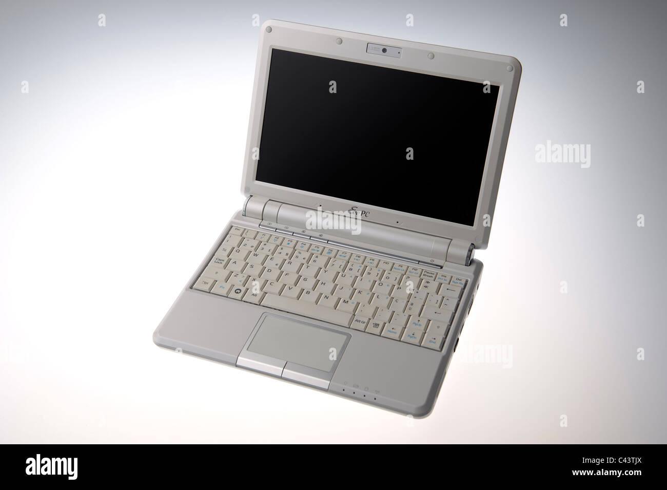 White Asus EeePC 901 netbook computer - Stock Image