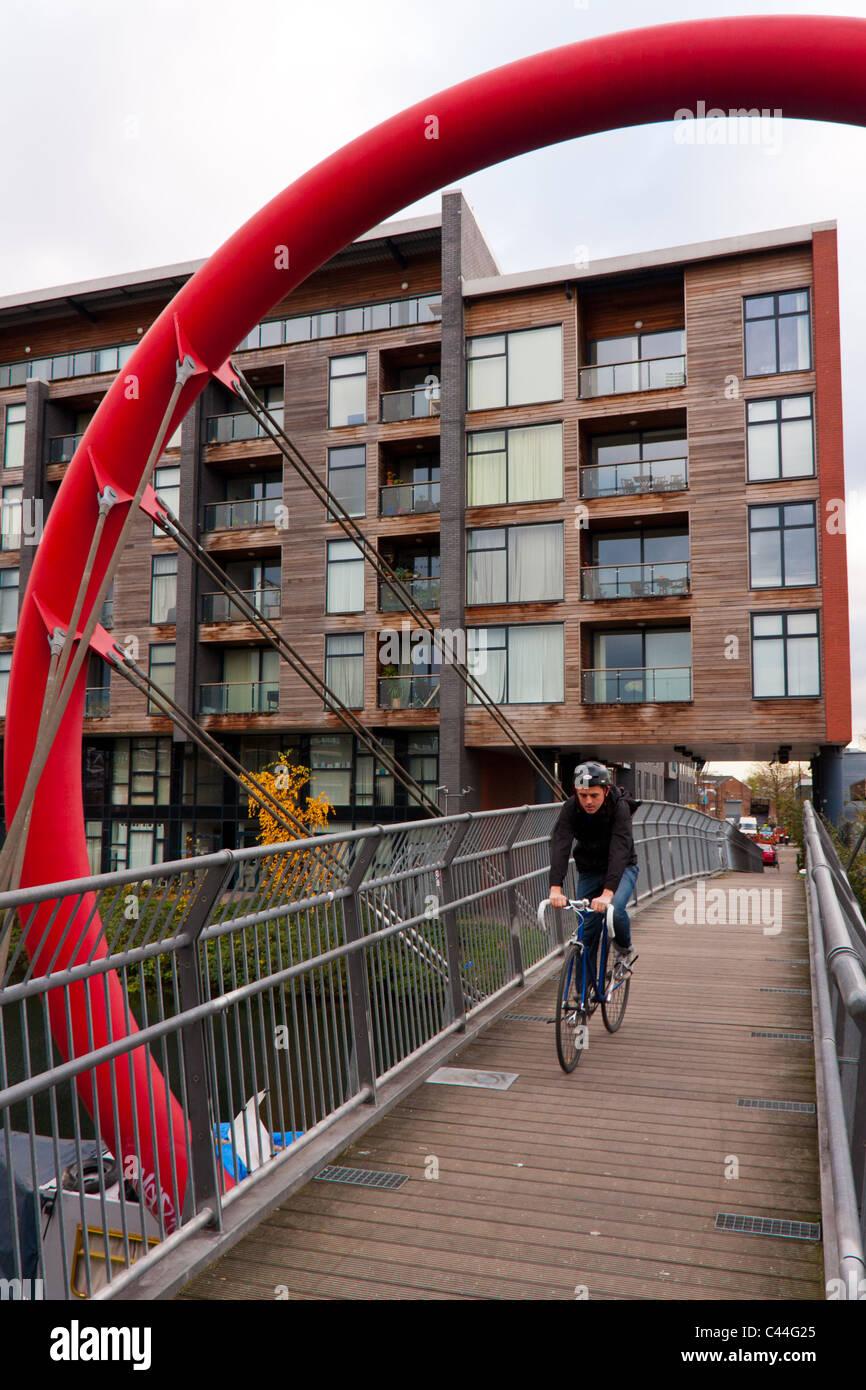 cyclist on canal bridge Hackney, East London E9 - Stock Image