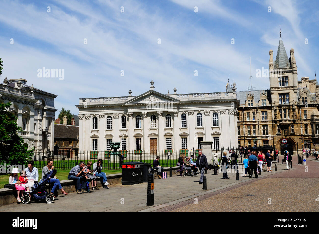 Street Scene in Kings Parade with The Senate House and Gonville and Caius College, Cambridge, England, UK - Stock Image