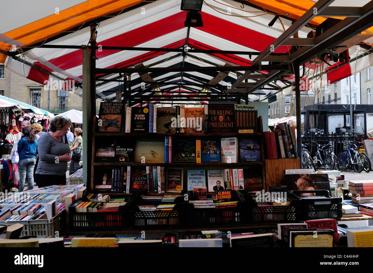 Secondhand Book stall on Cambridge Market, Cambridgeshire, England, UK Stock Photo