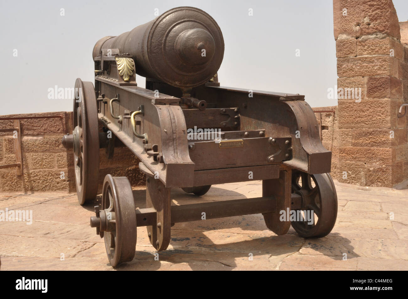 Royal Cannon put for display on the roof of Fort in Jodhpur. - Stock Image