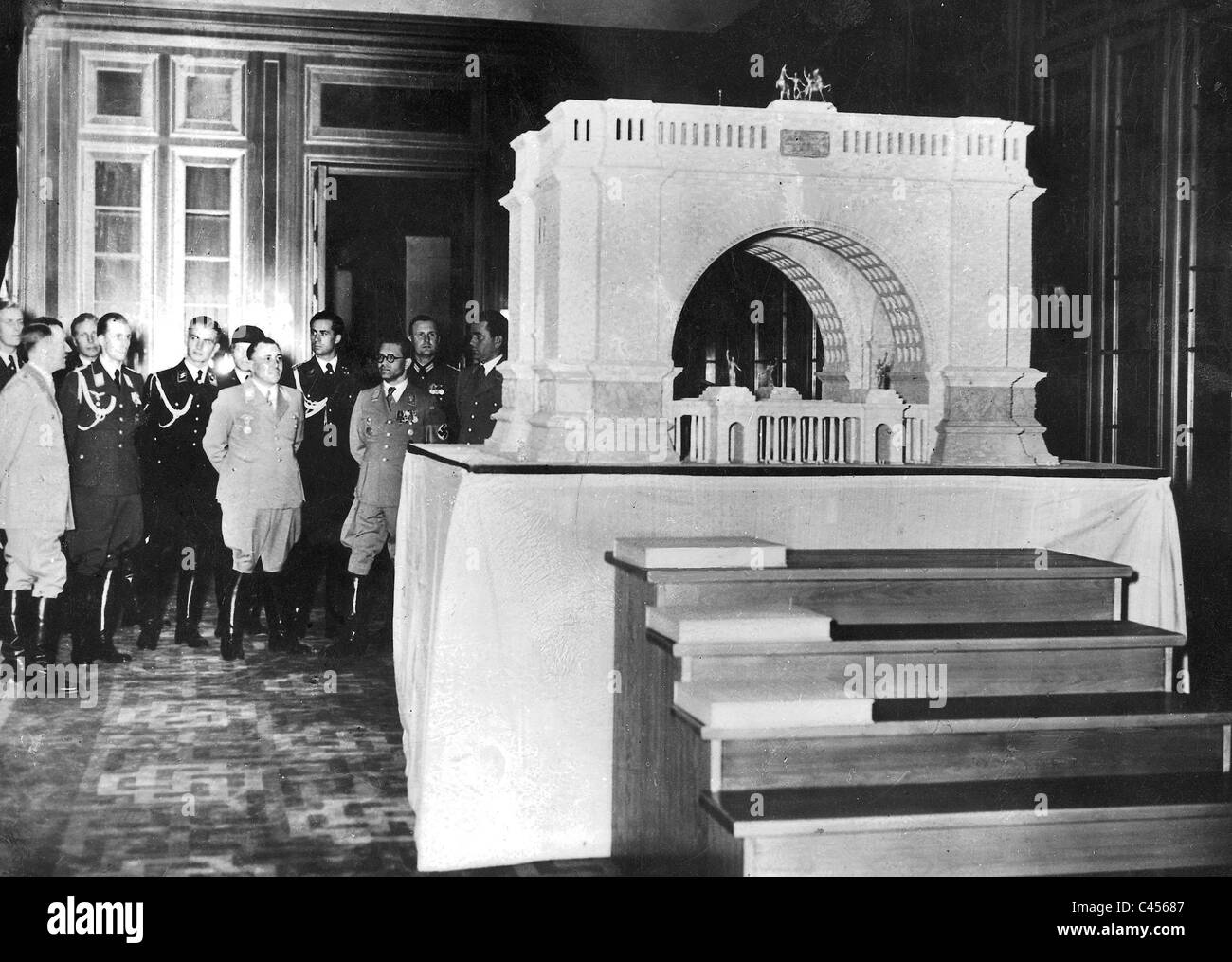 Hitler, Speer, Bormann inspect a model of the triumphal arch for Berlin - Stock Image