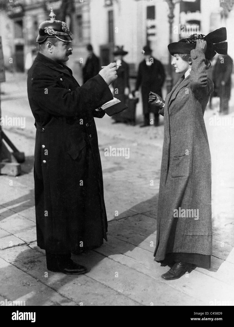 Police cautions a woman, 1913 - Stock Image