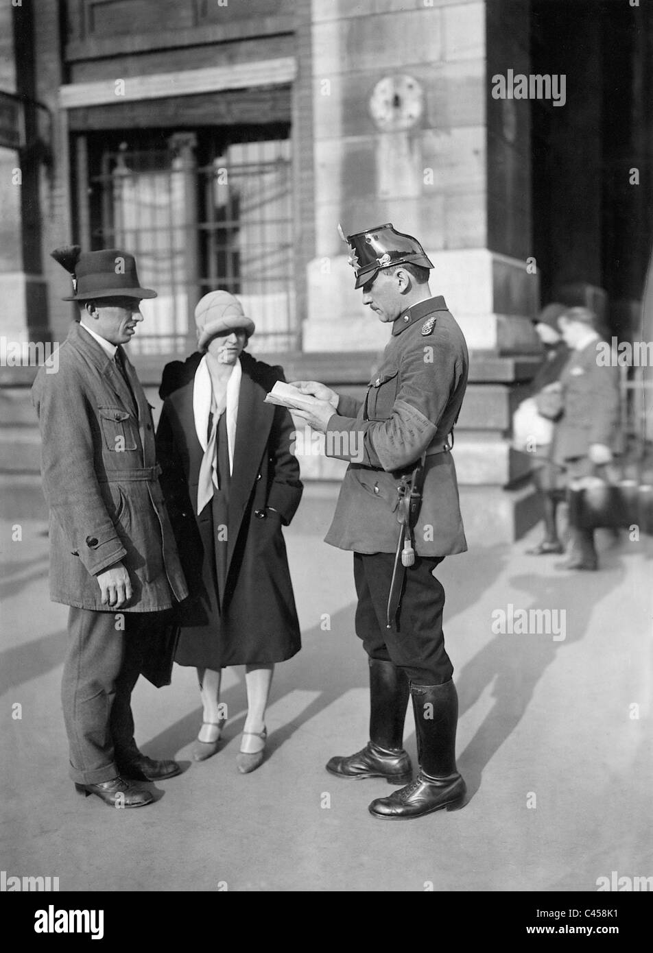 Policeman and passers-by in Berlin, 1929 - Stock Image