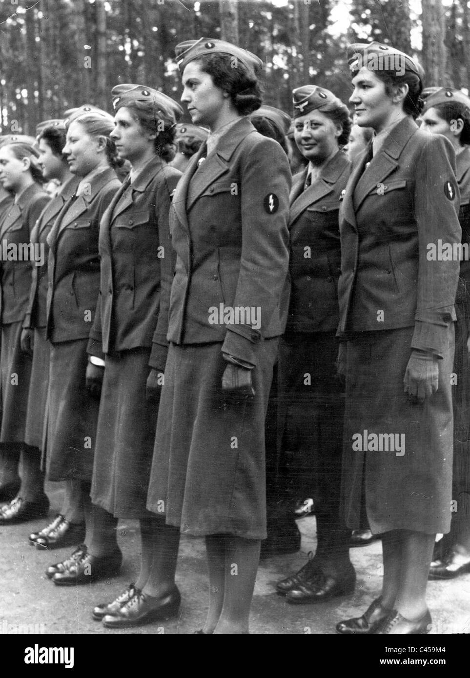 The Women's Auxiliary Signal Service members at morning roll call, 1942 - Stock Image