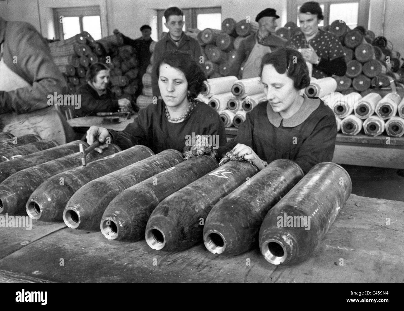 Women in the armaments industry, 1943 - Stock Image