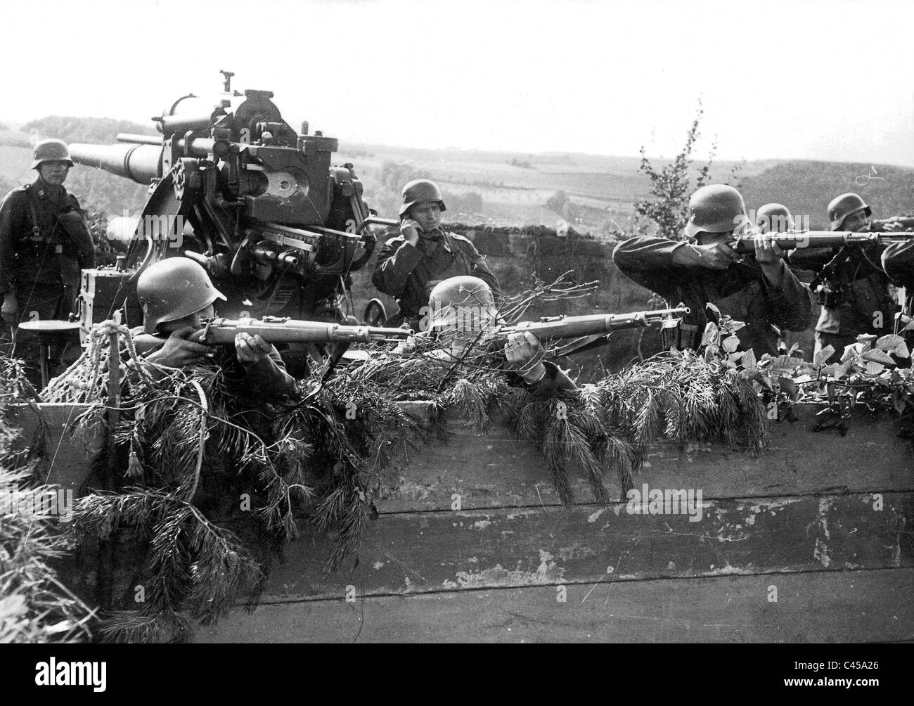 Soldiers of a German antiaircraft gun exercise the antiaircraft defense - Stock Image