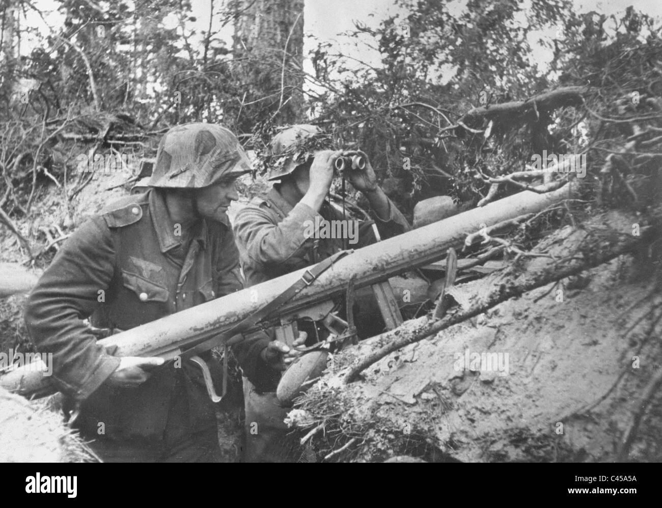 German soldiers during fights in the northern sector of the Eastern Front, 1944 - Stock Image