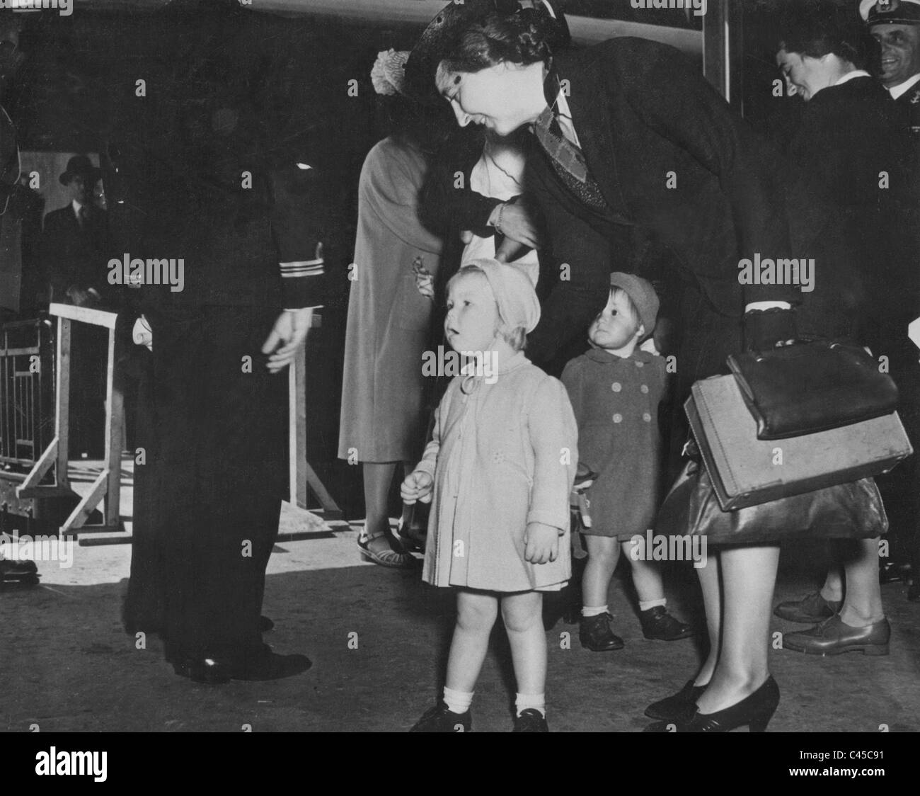 Queen Juliana with Princess Beatrix upon their arrival in Halifax, 1940 Stock Photo