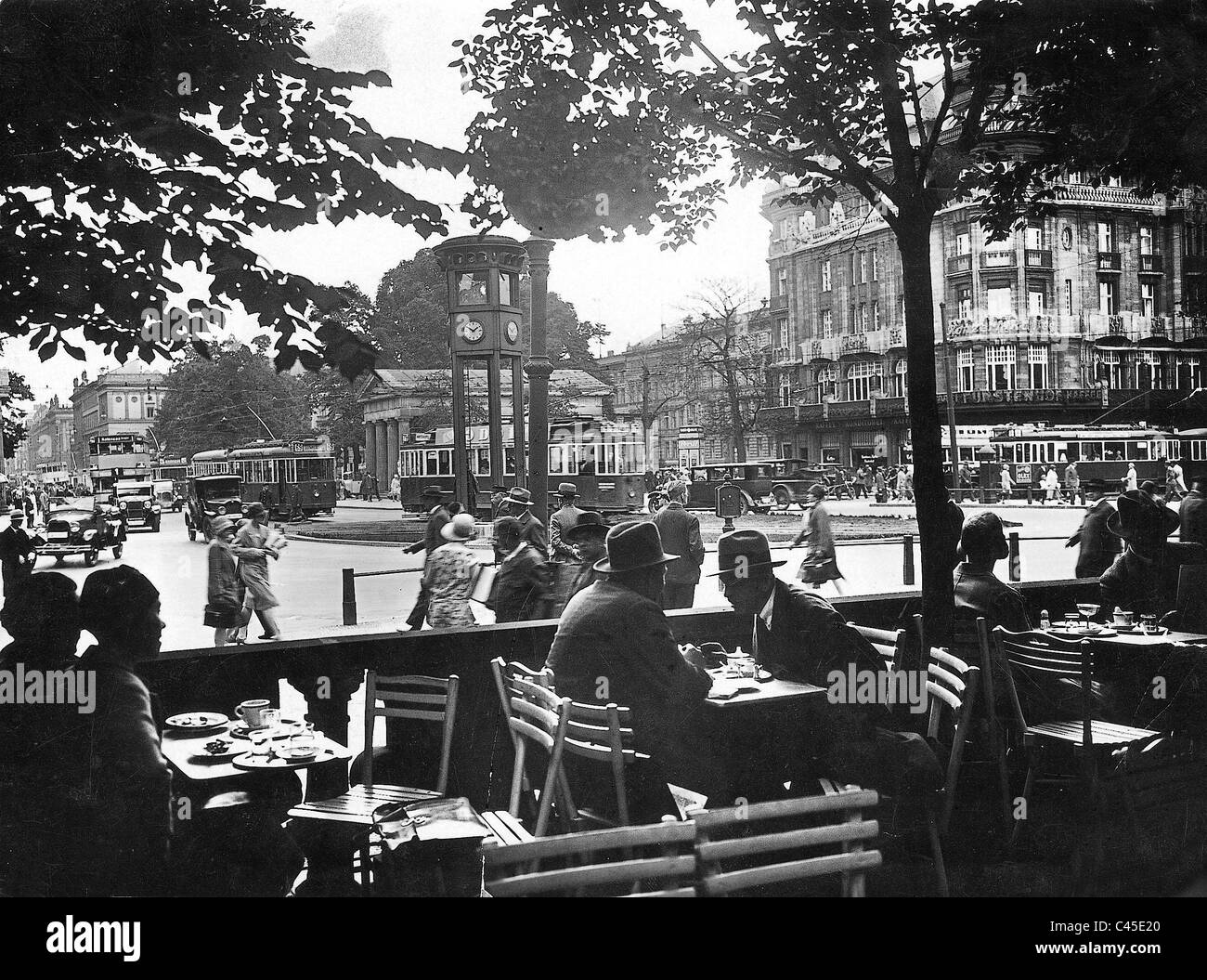 street cafe and potsdamer platz in berlin 1920 1929 stock photo 37000152 alamy. Black Bedroom Furniture Sets. Home Design Ideas