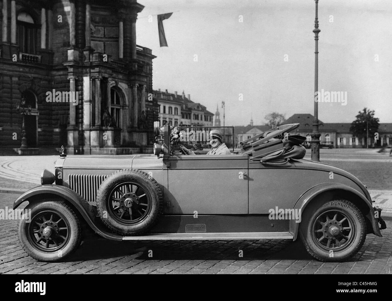 Elisabeth Rethberg in her 12/55 hp Mercedes-Benz convertible, 1928 - Stock Image