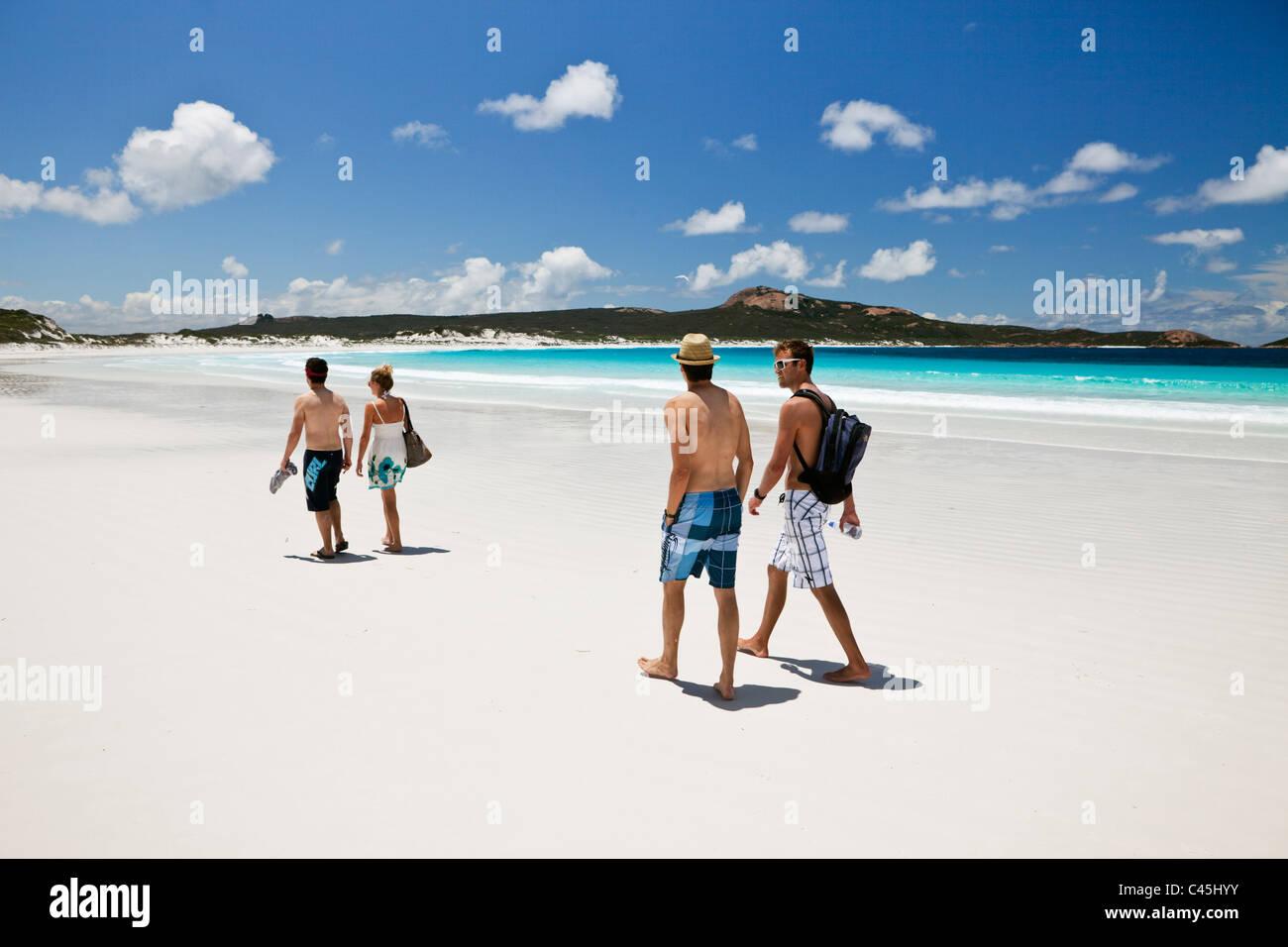 Tourists walking along beach at Lucky Bay. Cape Le Grand National Park, Esperance, Western Australia, Australia - Stock Image