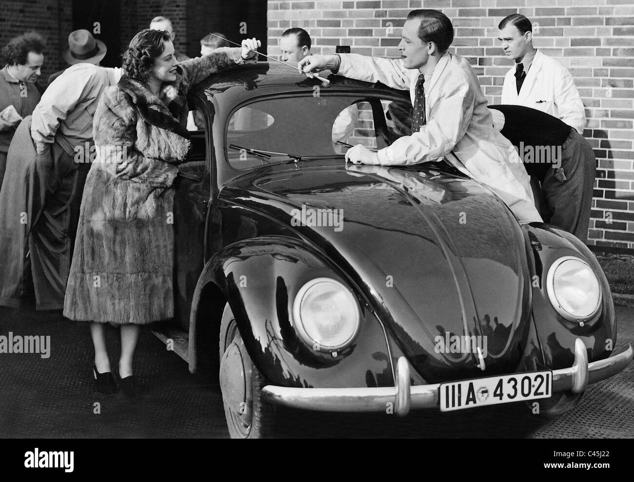 Ursula Grabley and Paul Klinger with a VW Beetle, 1941 - Stock Image