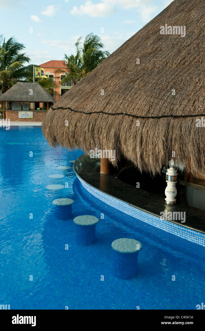 Swimming Pool Bar Stools Stock Photos & Swimming Pool Bar ...