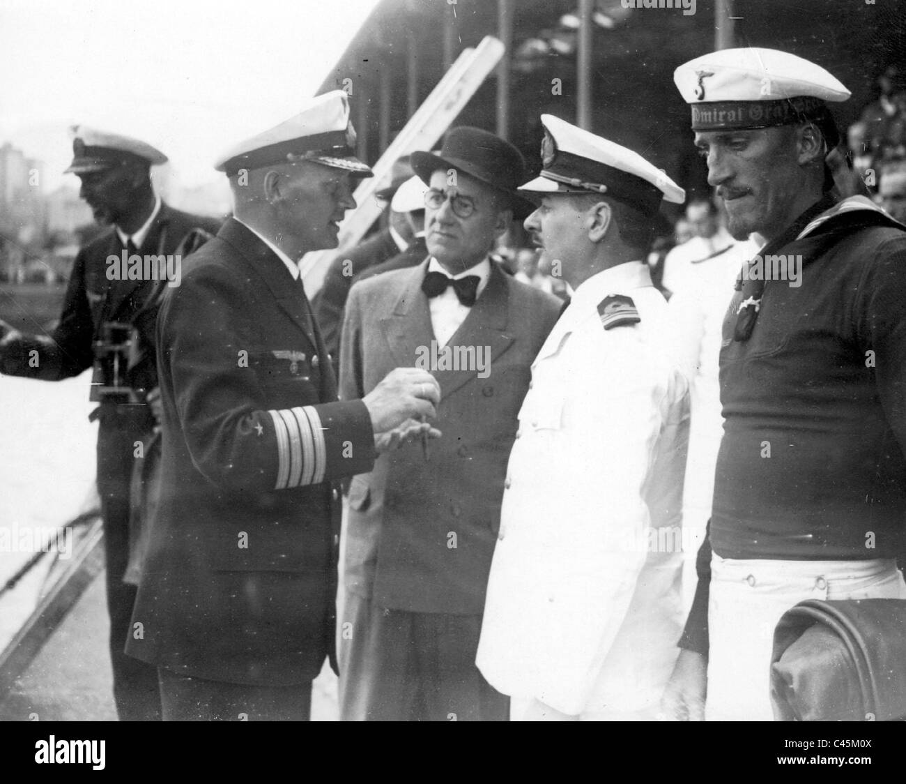 Captain Langsdorff talks with Argentinean officers - Stock Image