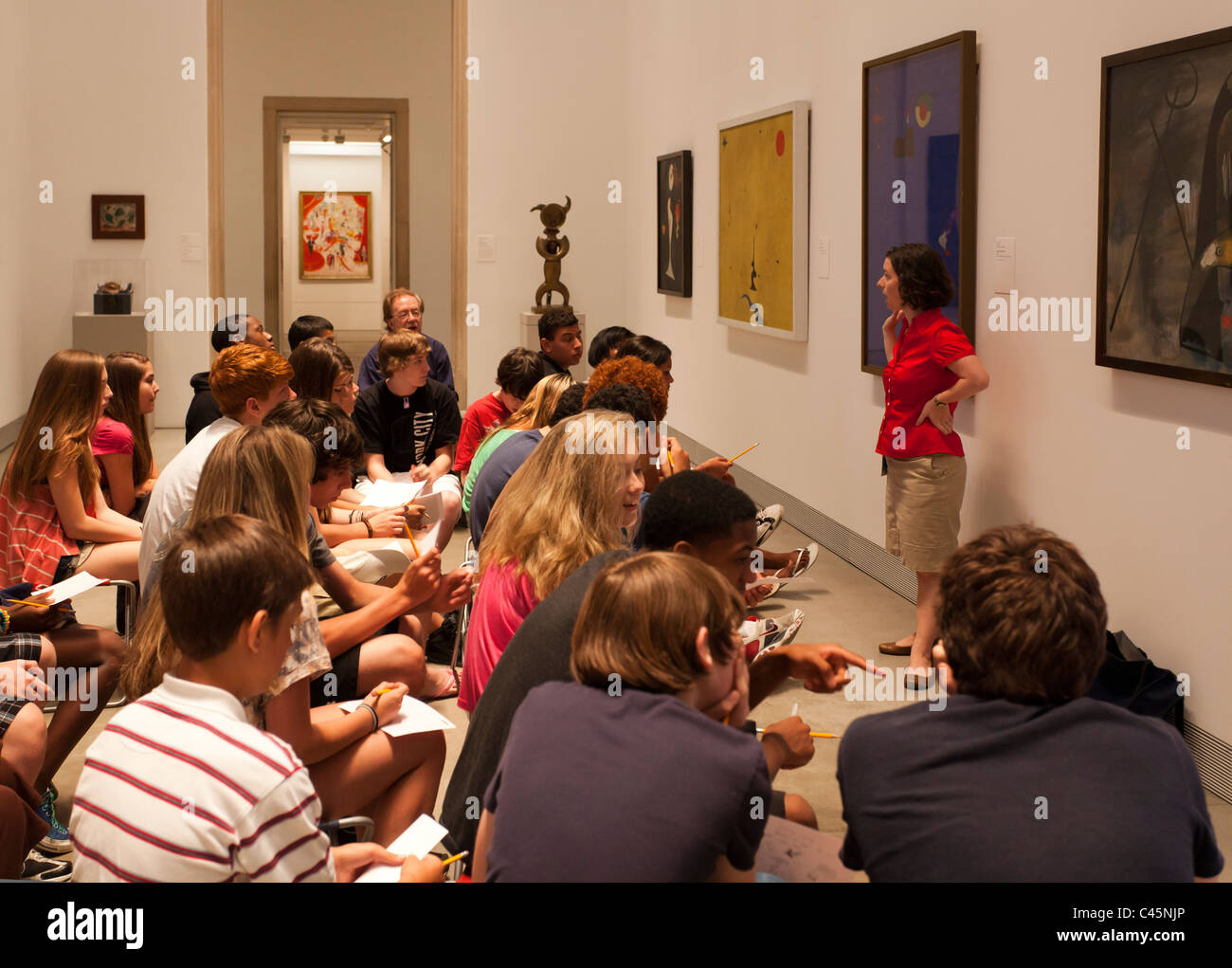 museum guide or teacher lecturing to high school students at Philadelphia Museum of Art, Philadelphia, Pennsylvania, - Stock Image