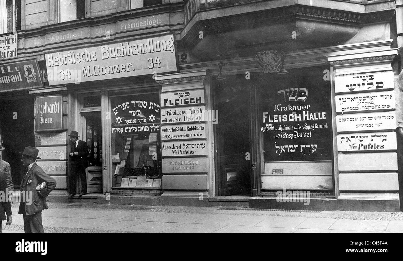 Jewish butcher's shop and Hebrew Bookstore in Berlin before 1914 - Stock Image