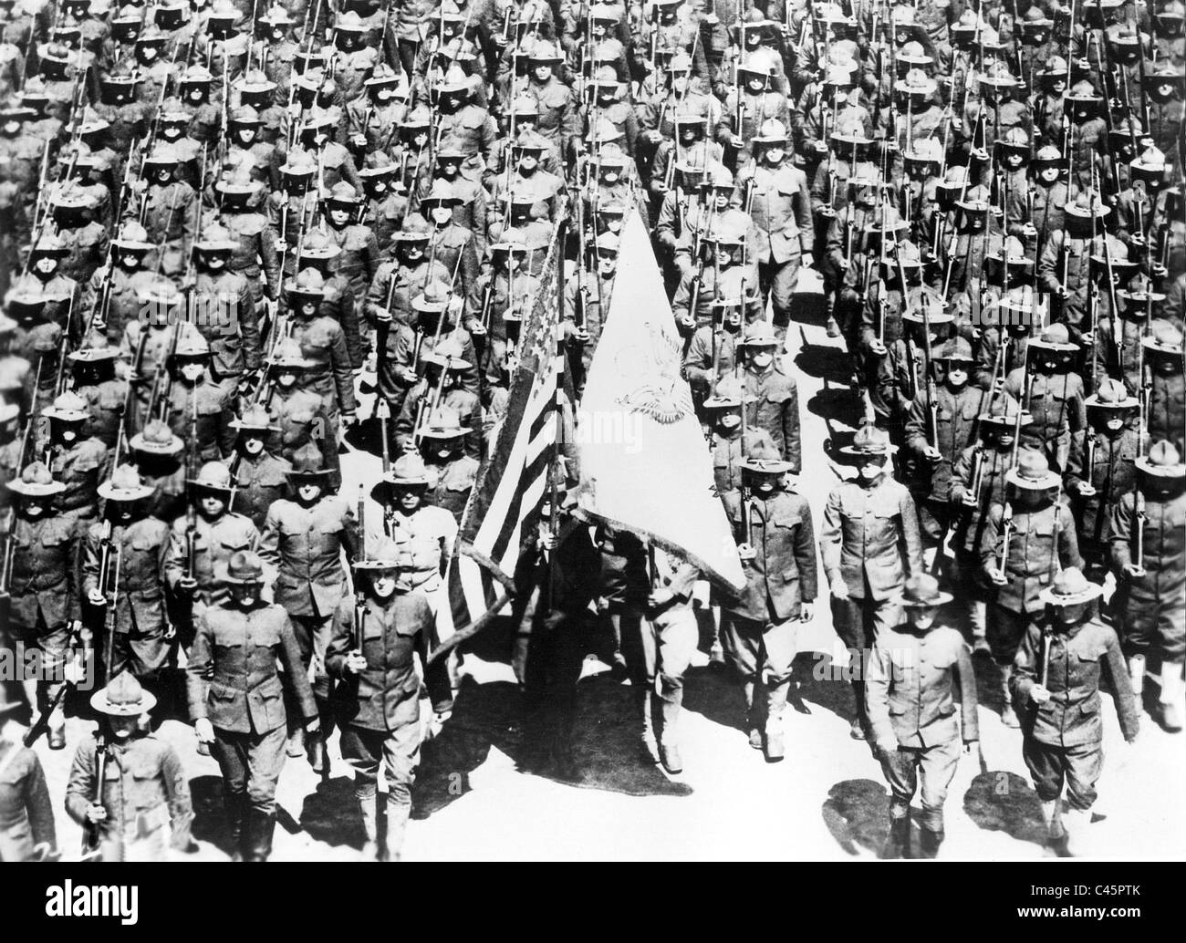 Parade of American soldiers in Paris, 1918 Stock Photo