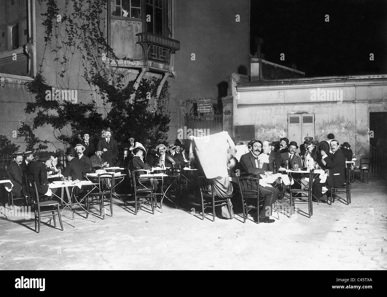 Sidewalk cafe in Paris, 1913 Stock Photo