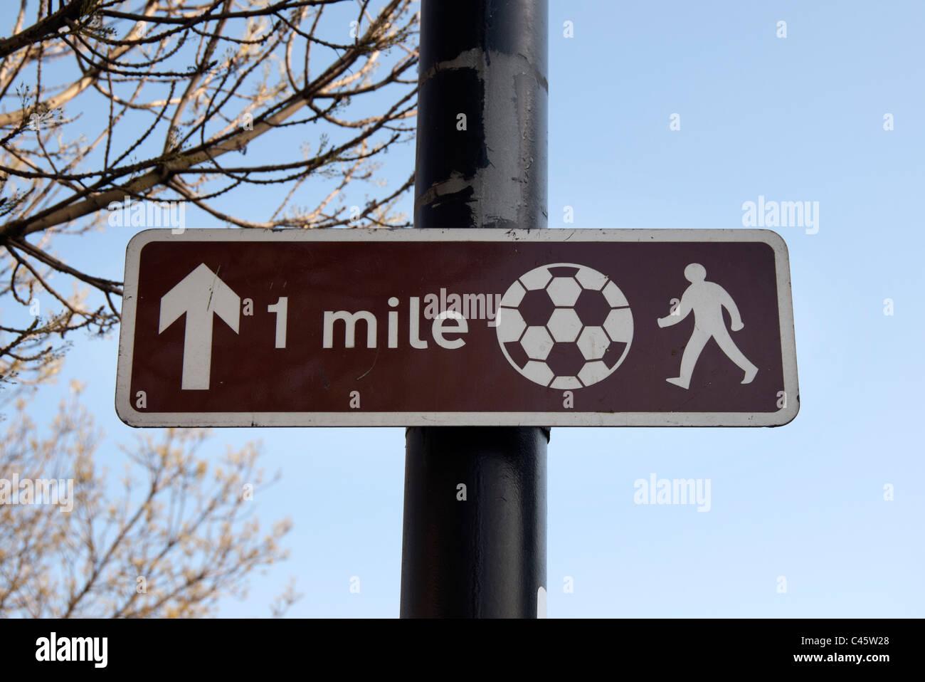 1 mile sign to Southampton football stadium - Stock Image