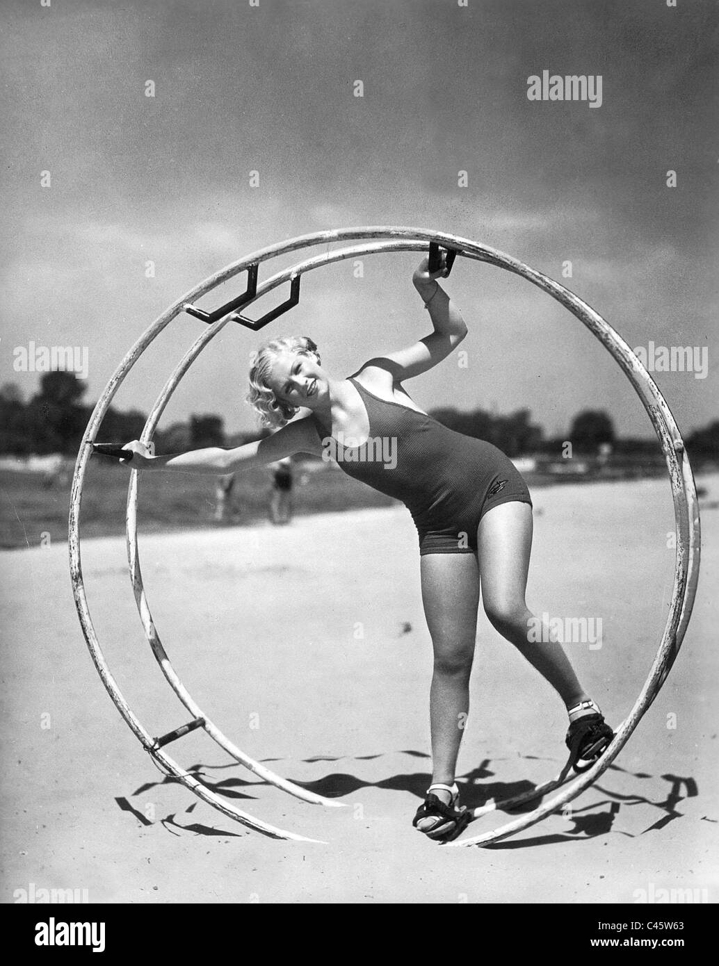 Woman with an aero wheel in 'The Lord of the worlds', 1934 - Stock Image
