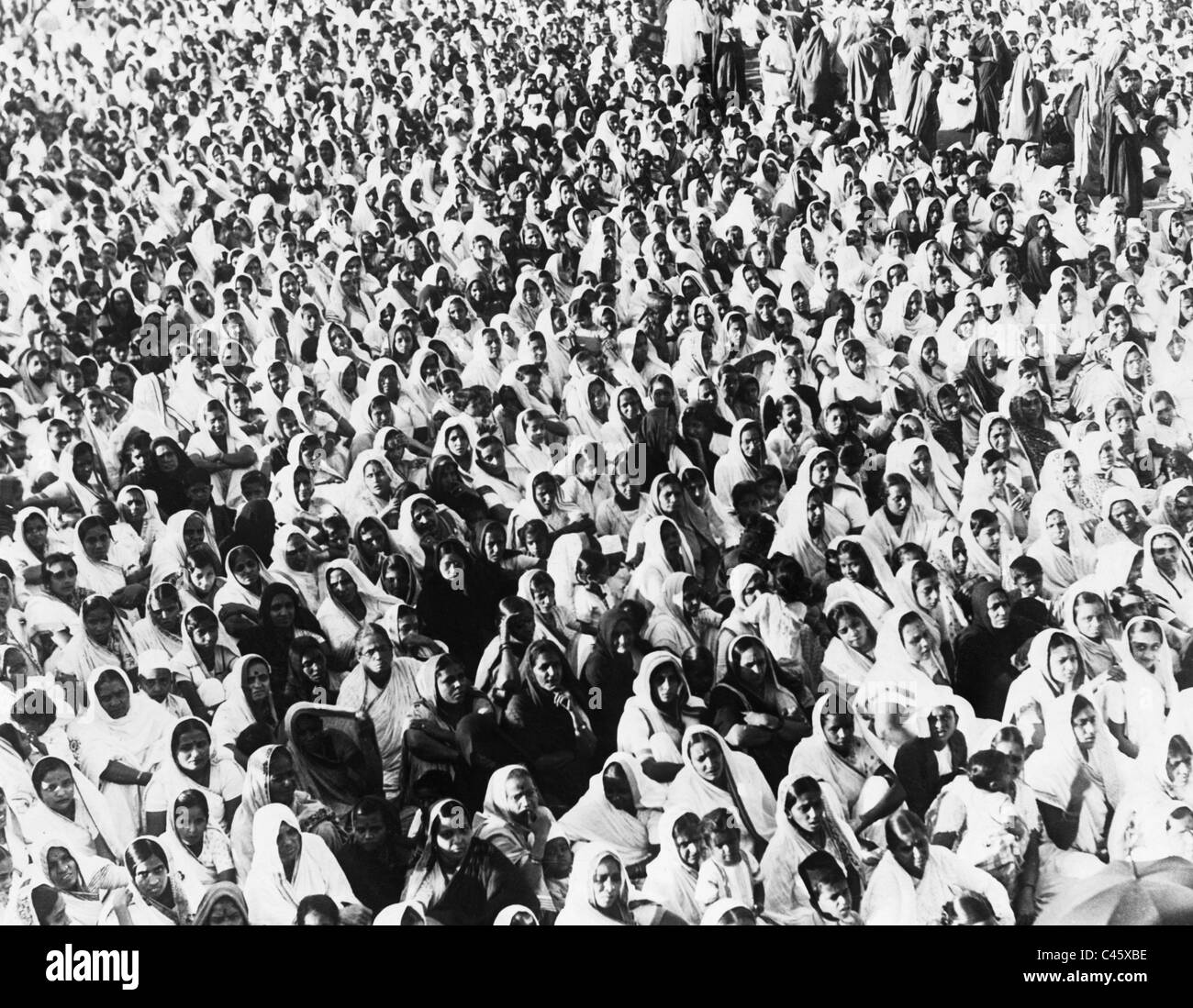 Indian women support Mahatma Gandhi in his struggle against British colonial power, 1932 - Stock Image