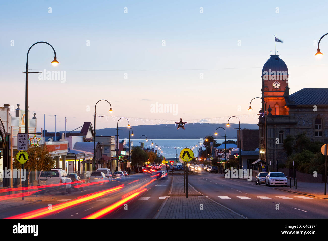 Études de bip20 - Page 8 View-of-town-hall-and-york-street-at-dusk-albany-western-australia-C46287