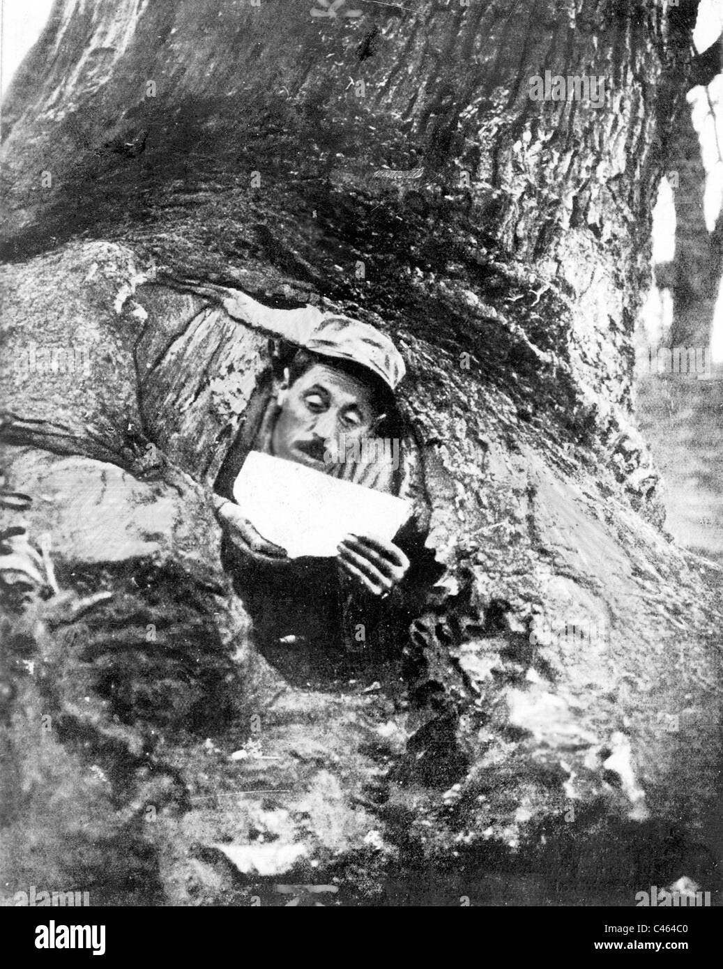 French soldier in his shelter on the Balkan front, 1917 Stock Photo