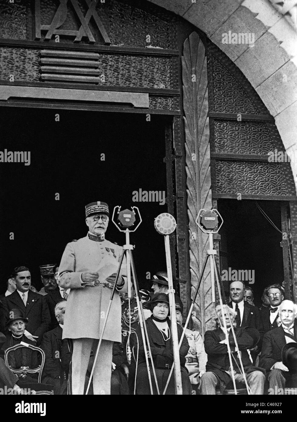 Henri Philippe Petain inaugurates the monument to fallen soldiers at Verdun - Stock Image