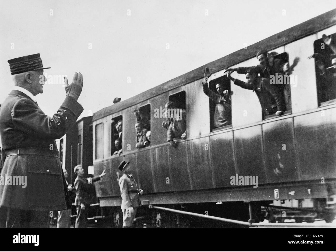 Henri Philippe Petain welcomes returning prisoners of war, 1941 - Stock Image