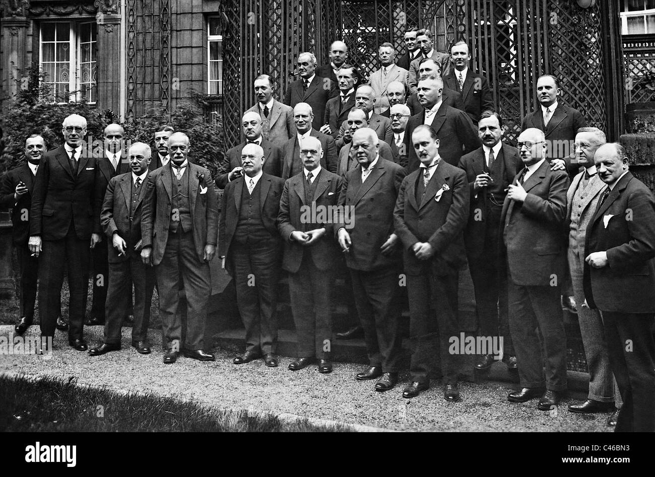 Friedrich Carl Duisberg with representatives of the British industry, 1926 - Stock Image