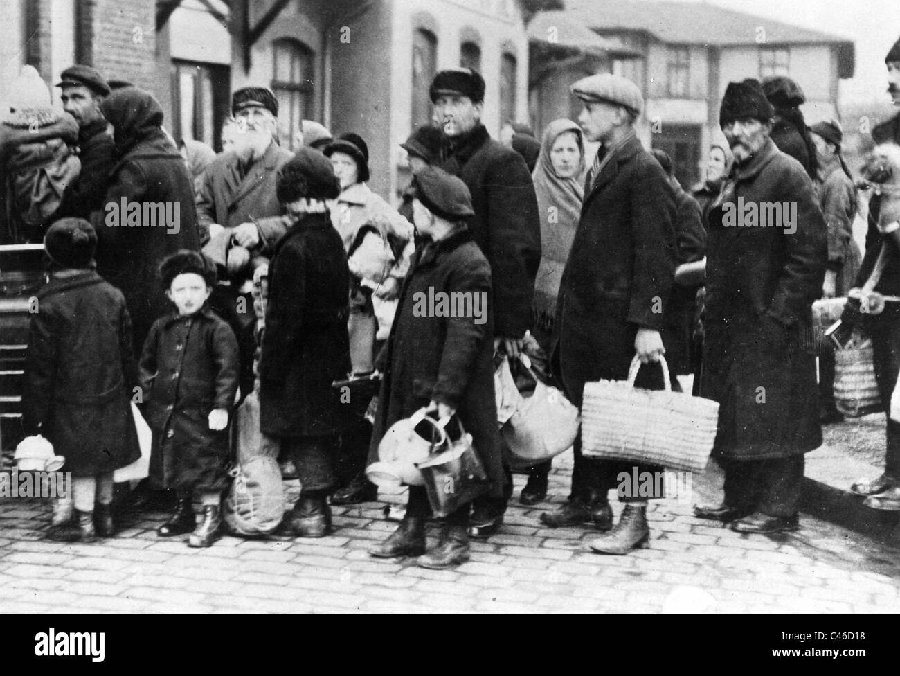 Volga german refugees in a refugee camp in germany stock for Voga deutsch