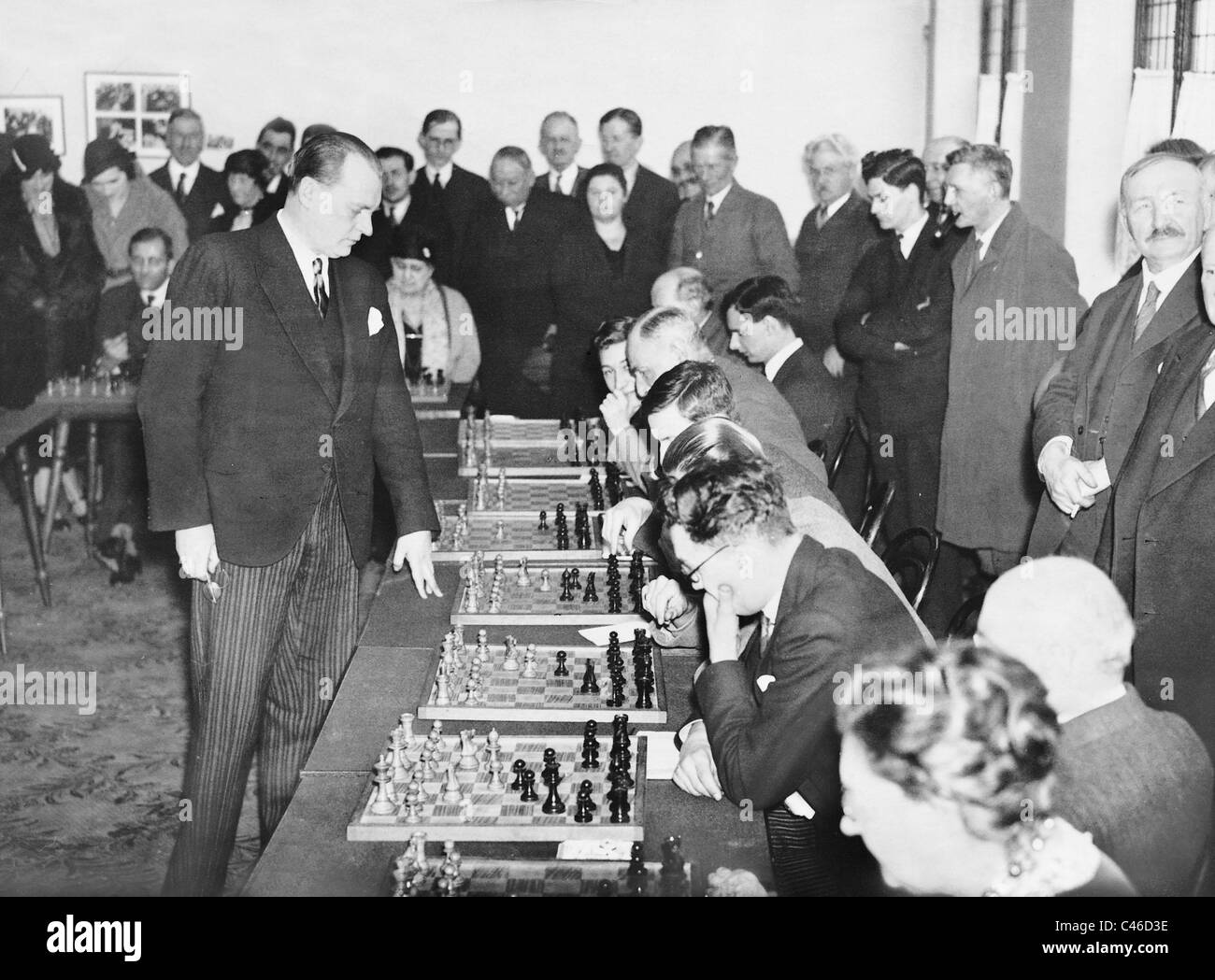 Alexander Alekhine playing simultaneous chess matches in Bayswater, 1932 - Stock Image