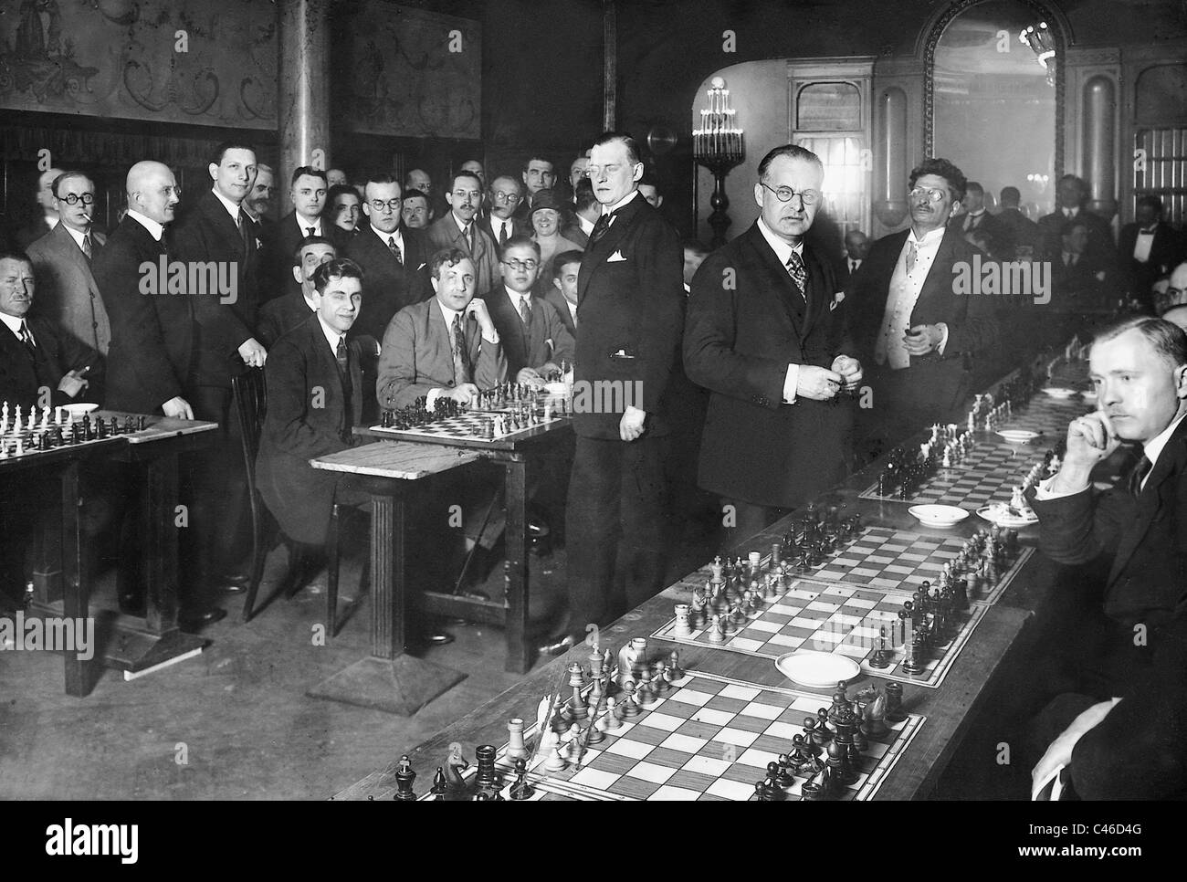Alexander Alekhine playing simultaneous chess, 1926 - Stock Image
