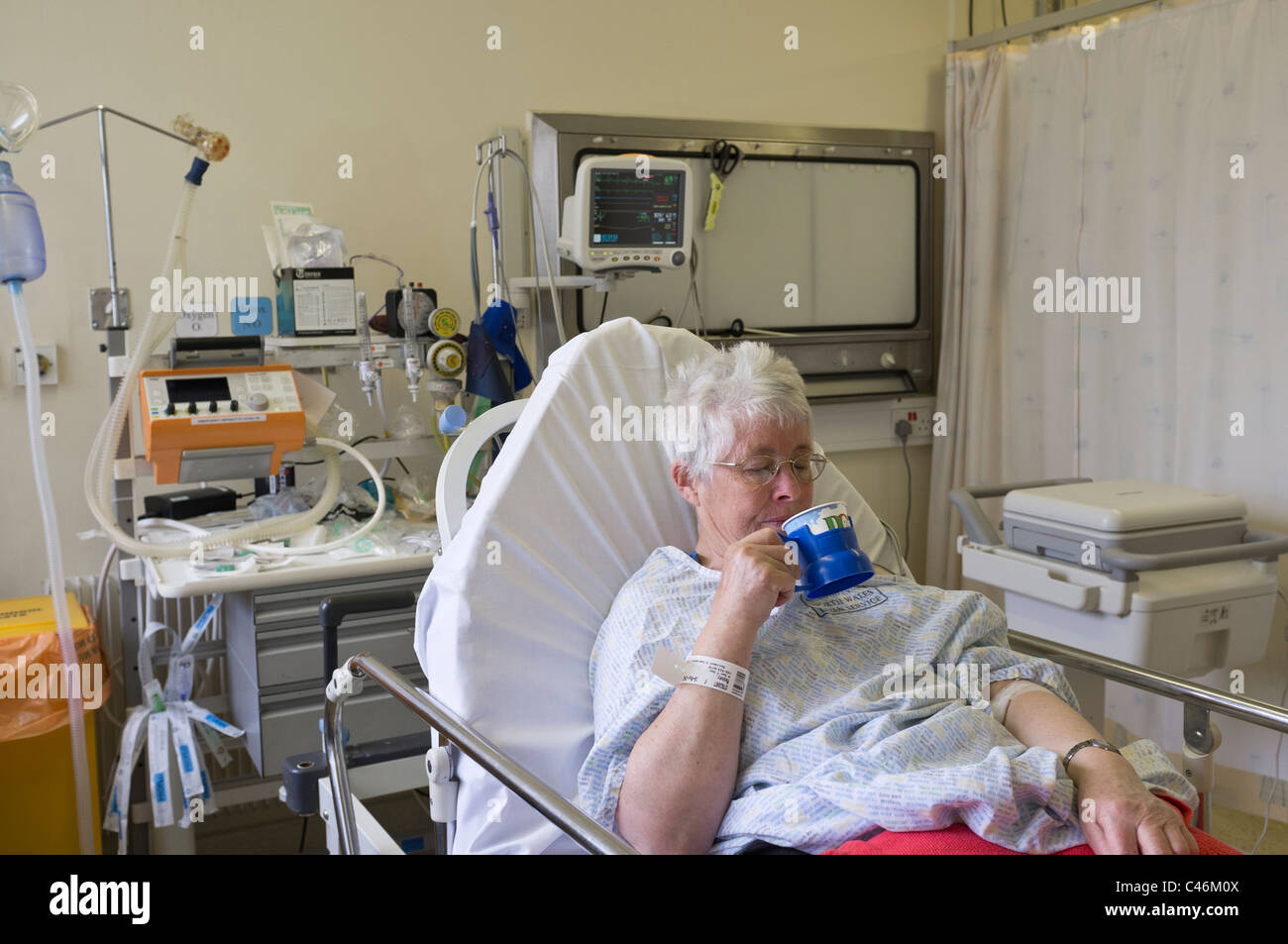 Female heart attack patient drinking tea recovering in Resuscitation unit in Accident and Emergency department of - Stock Image