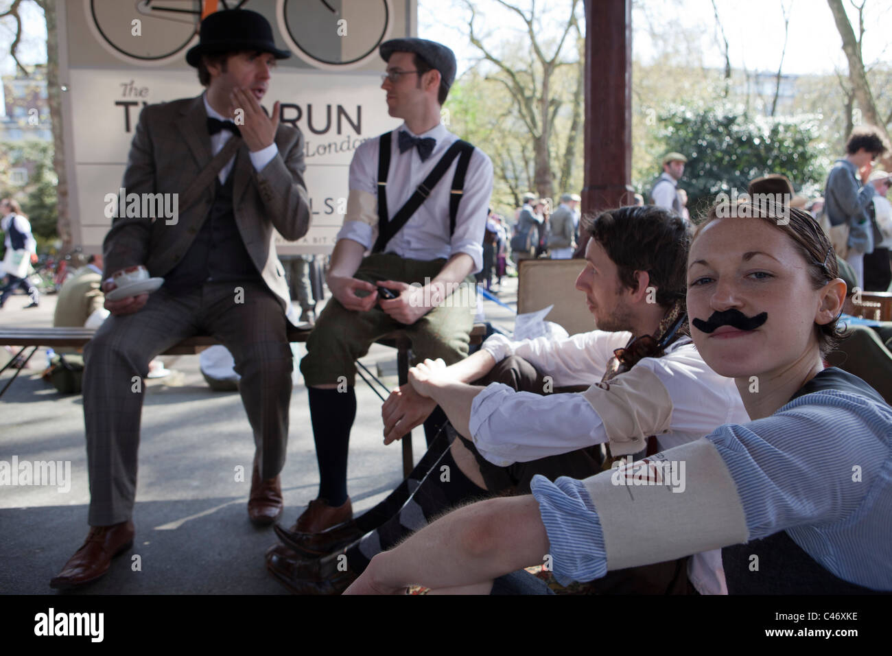 The Tweed Run, London, UK, 11th April 2011: participants take a break in Lincoln's Inn Fields Stock Photo