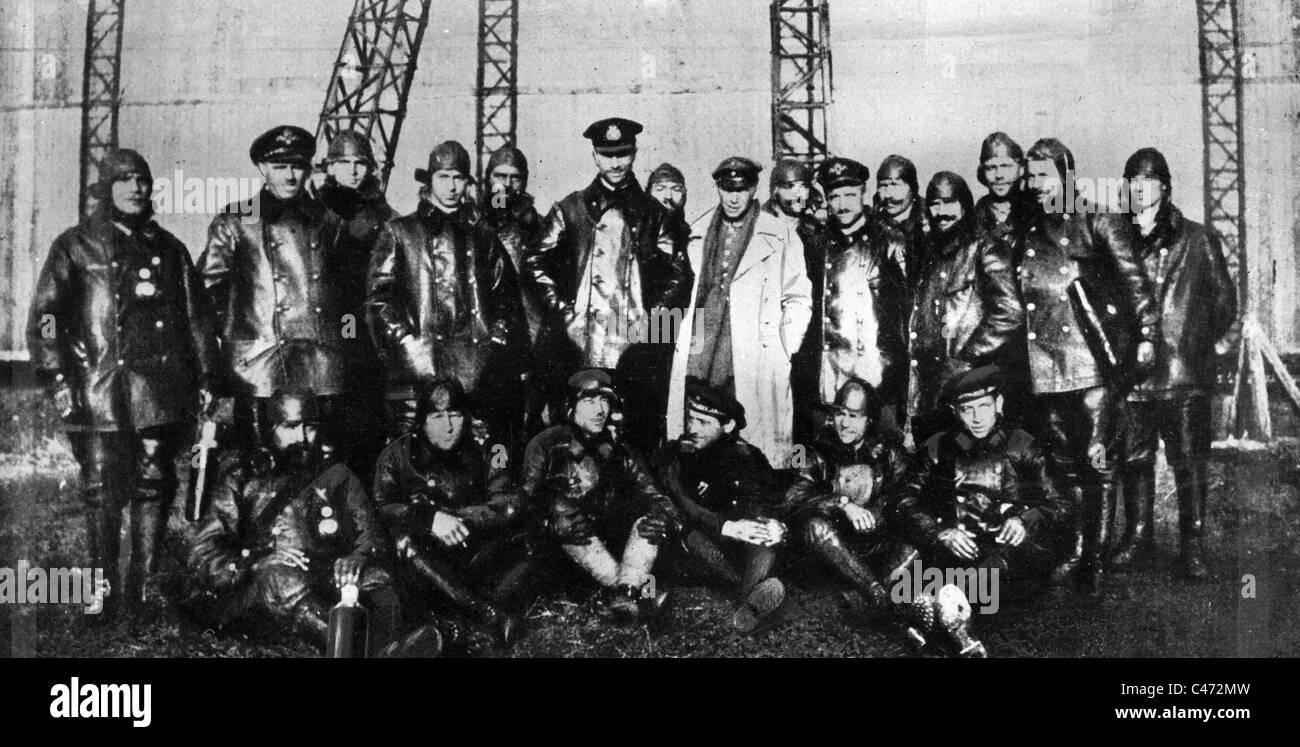The crew of zeppelin L 59 (LZ 104), 1917 Stock Photo