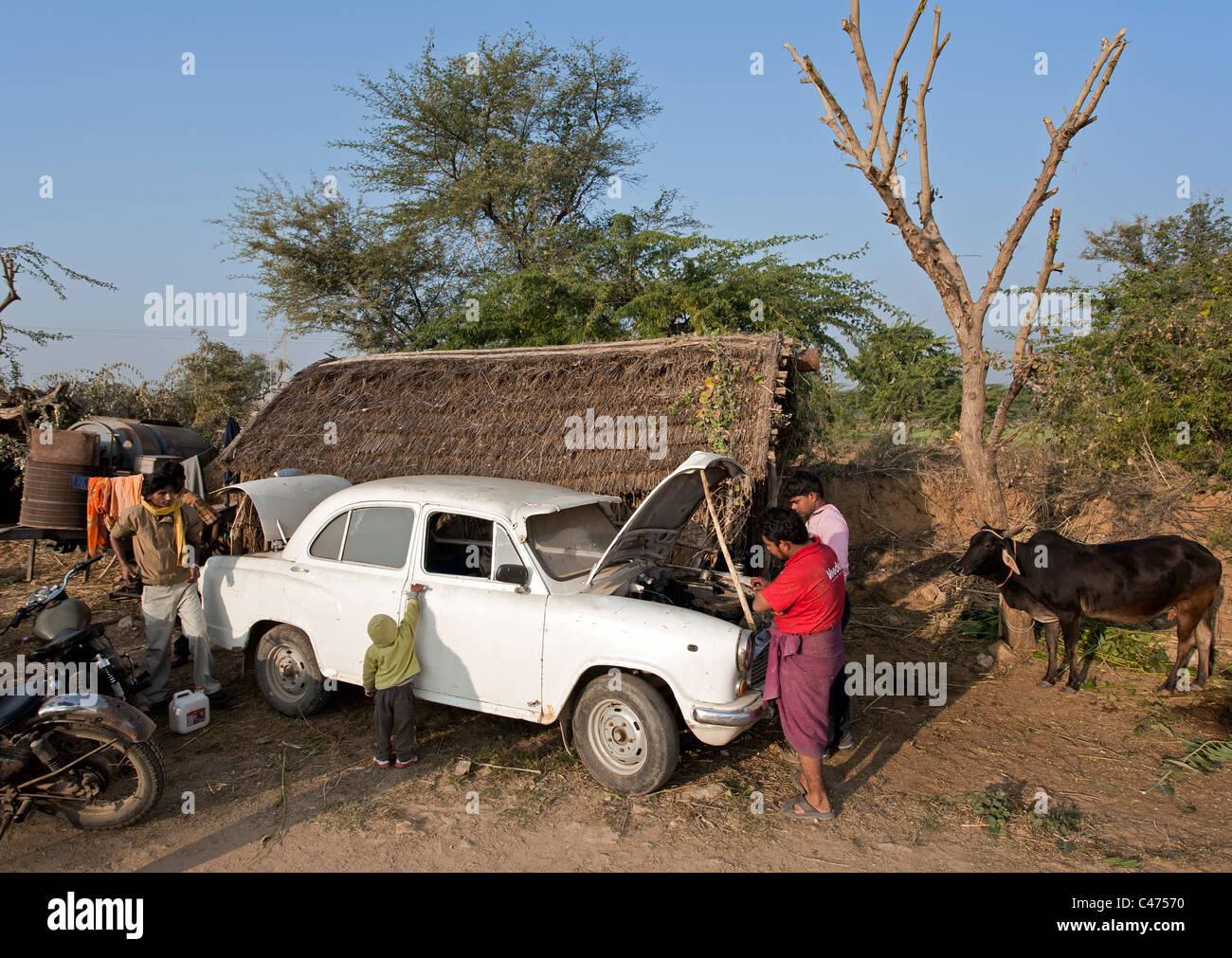 Indian men repairing an old hindustan ambassador car. Pushkar. Rajasthan. India - Stock Image