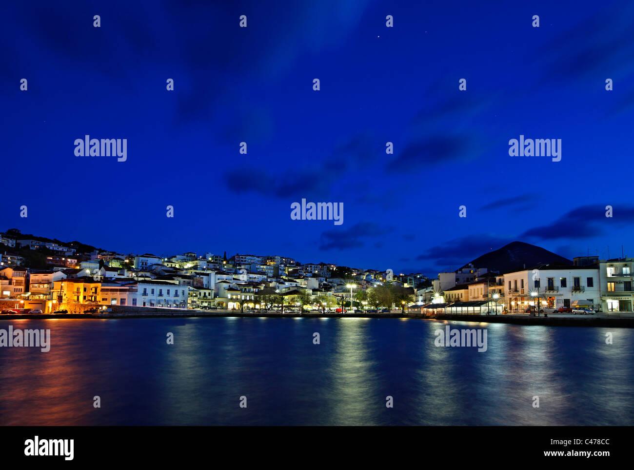 Night view of Pylos town (also known as 'Navarino'), Messinia prefecture, Peloponnese, Greece - Stock Image