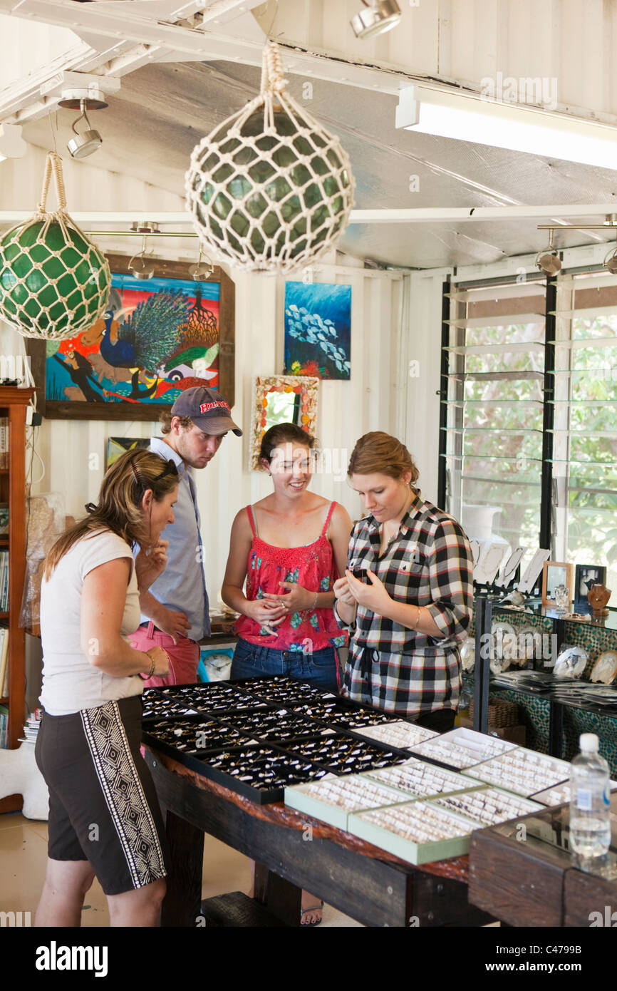 Tourists shop for pearl jewellery at Kazu Pearls. Friday Island, Torres Strait Islands, Queensland, Australia - Stock Image